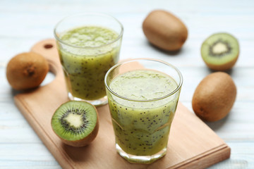 Wall Mural - Fresh kiwi smoothie in glass on wooden table