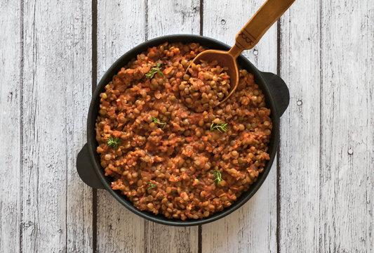 Lentil ragu - Vegan lentil bolognese in a pan.