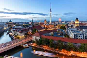 Berlin Skyline Fernsehturm Rotes Rathaus Abend Wahrzeichen Deutschland Stadt
