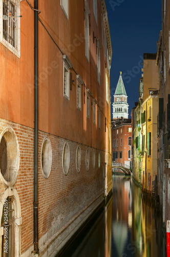 Fototapete idyllic lanmdscape of Venice, Italy