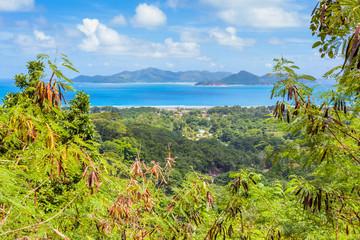 Praslin vue de la Digue, Seychelles