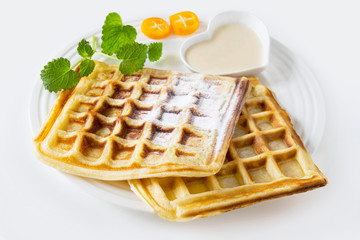 Wafers with vanilla sauce