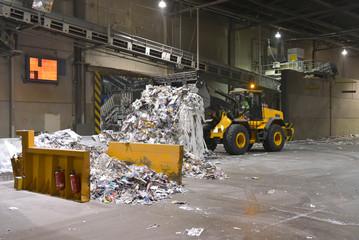recyceln von altpapier - Lager für Altpapier in einer Fabrik zur Herstellung von Papier// waste paper recycling - waste paper storage in a paper manufacturing mill