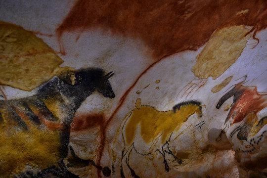 Chevaux peints sur les parois de la grotte de Lascaux