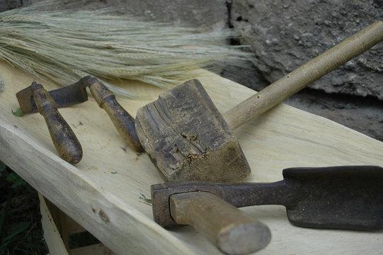 altes Werkzeug in Backmulle