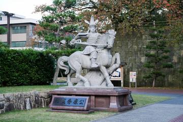 結城秀康公の像