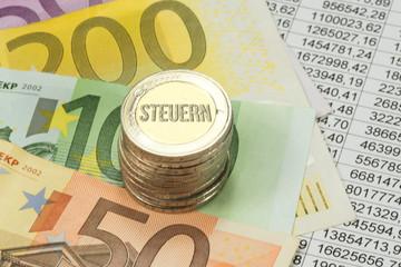 Euro Münzen und Geldscheine, Tabellenkalkulation und die Steuern