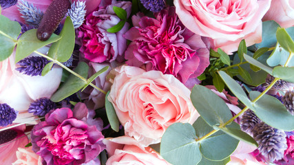 Gorgeous bouquet of roses and carnations with decorative dried flowers. Fototapete