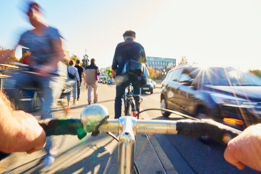 Radfahrer Gefahr Fahrradweg Fußgänger PKW