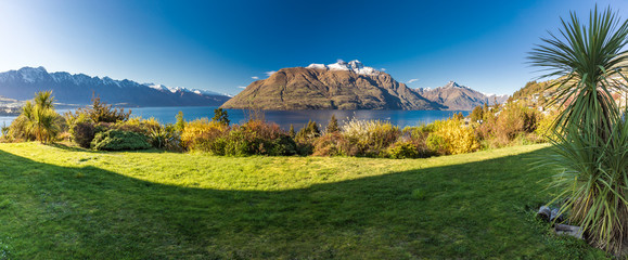 Foto op Canvas Alpen Panoramic view, The remarkables, Lake Wakatipu and Queenstown, South Island, New Zealand