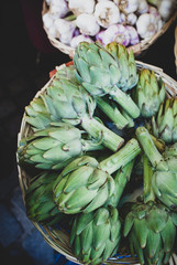 Aartichokes and garlic on the market