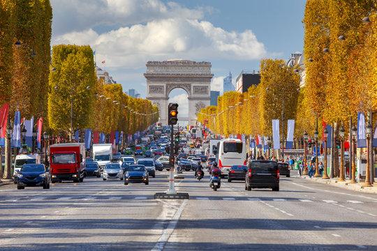 Paris. Avenue Champs Elysees.