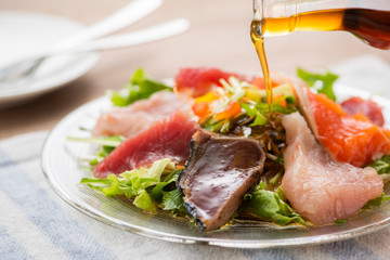 海鮮サラダに胡麻油