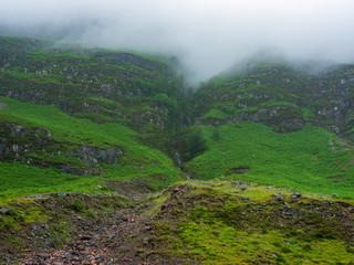 Nebel in den Highlands von Schottland