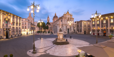 Catania Cathedral at night, Sicily, Italy Fototapete