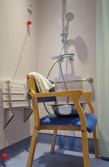 douche hôpital  personne handicapée