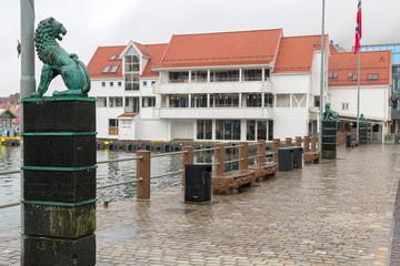 Bergen Stadt Norwegen Löwe am Hafen