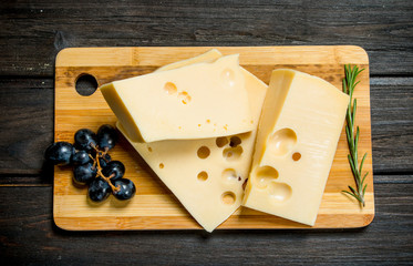 Fresh cheese with grapes and rosemary.