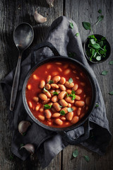 Spicy baked beans with garlic and fresh tomatoes