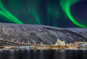 Norwegen Tromso Eisbergkathedrale Nordlicht
