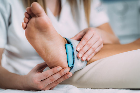 TENS, Transcutaneous Electrical Nerve Stimulation in Physical Therapy.