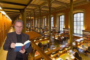 Leser in einer Universitätsbibliothek