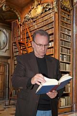 In einer erwürdigen Bibliothek
