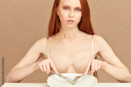 Anhorexia nervosa model nude