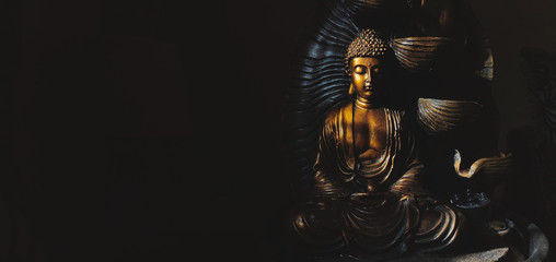 Fotorolgordijn Boeddha Golden Gautama Buddha statue with a black background.