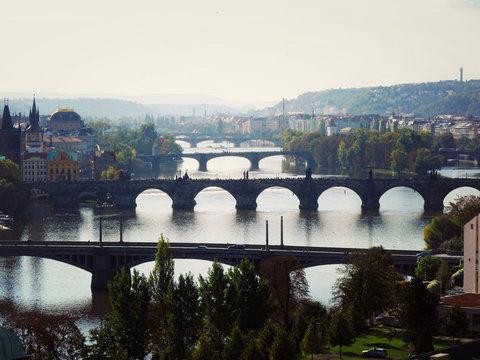 mosty nad rzeką wełtawą w czeskiej pradze