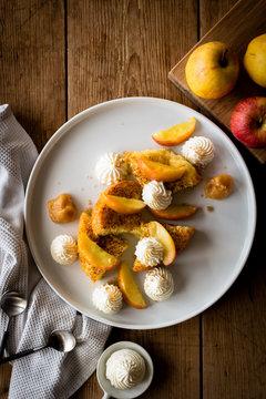 Brioche perdue et pommes cuites