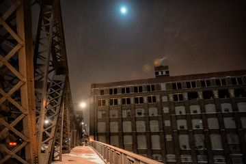 Fotomurales - Vintage river bridge and warehouse in Chicago at night with the moon during the winter
