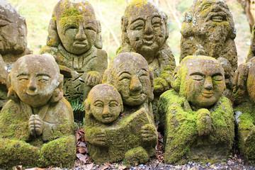 京都嵯峨野の寺院の石仏