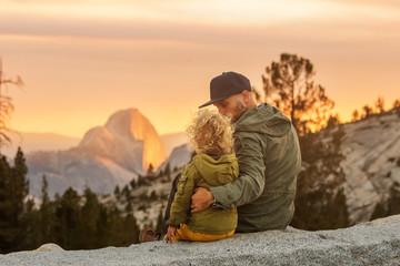 Happy family visit Yosemite national park in California Fototapete