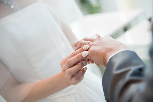 写真素材: 指輪交換 結婚式 ウェディング ブライダル 挙式 チャペル