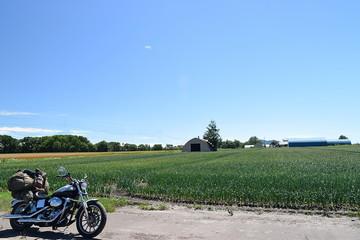 田園風景とオートバイ