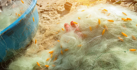 Nylon fishing net float line attached l plastic floats basket boats