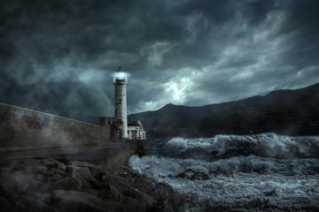 Leuchtturm in einer stürmischen Nacht