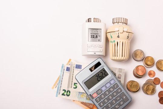 Die Heizkosten steigen permanennt von Jahr zu Jahr. Abhilfe sollen Smart Home Geräte schaffen, die elektronisch gesteuert, helfen sollen, die Heizkosten zu senken