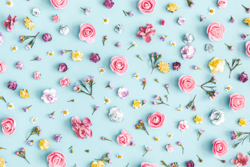 Foto auf Leinwand Blumen Flowers composition. Pattern made of colorful flowers on pastel blue background. Spring, easter, summer concept. Flat lay, top view