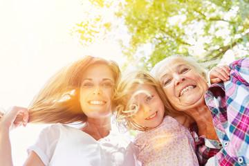 Drei Generationen von Frauen einer Familie