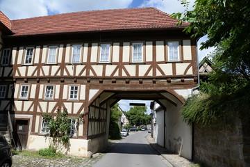 Fototapete - Torbogen in Königsberg in Bayern