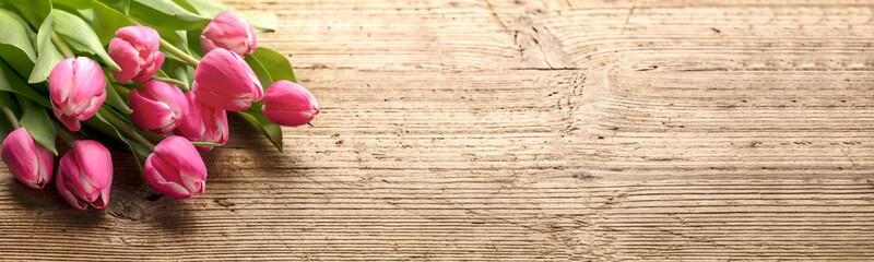 Photo sur Plexiglas Tulip Bunch of tulip flower on wood background