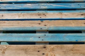 Palete em madeira de pinho pintada de azul