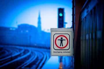 Kein Durchgang an den Gleisen