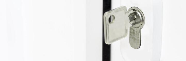 Schlüssel im Türschloß - Konzept Eigenheim