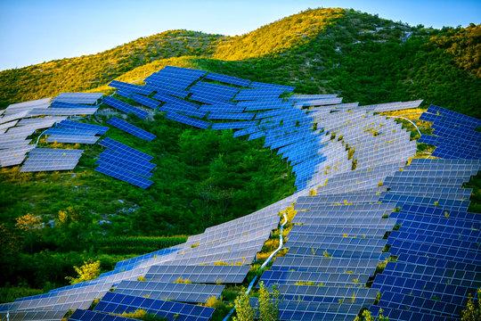 Building a solar photovoltaic panel on a hillside under the setting sun
