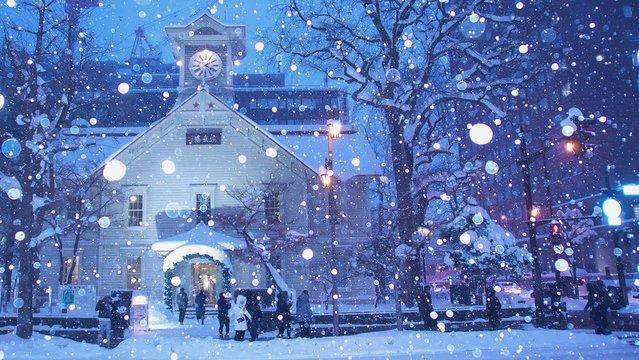 雪の舞うさっぽろ時計台
