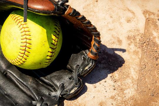 Softball mit Handschuh