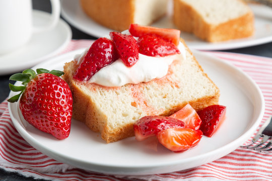 Angel food cake with whipped cream and strawberries